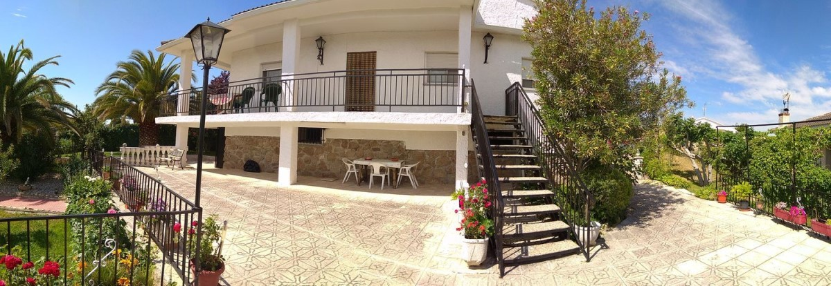 House  For Sale in  Escalona