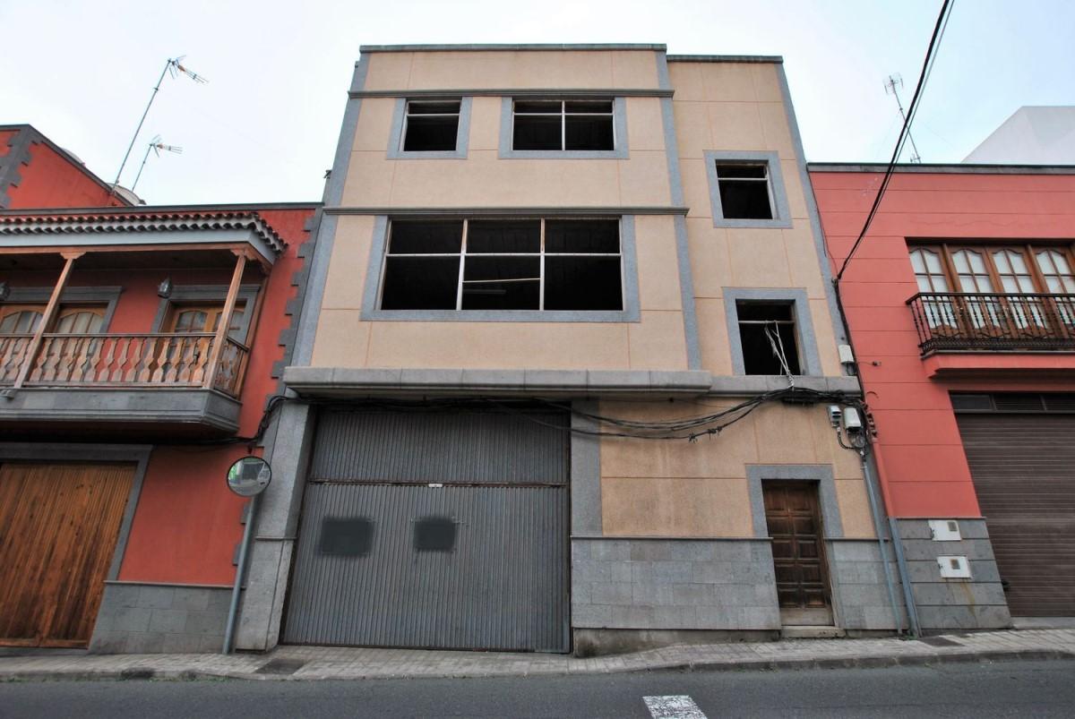 Edificio de Viviendas en Venta en  Arucas