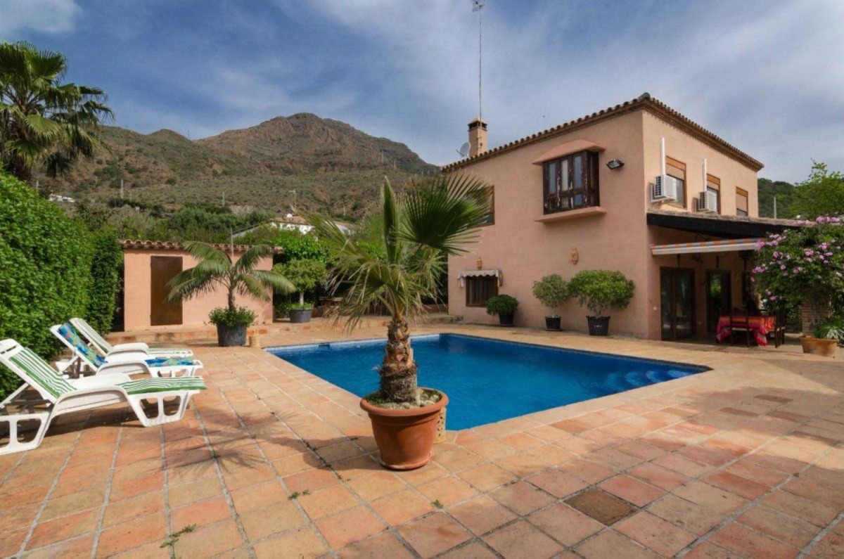House  For Sale in  Estepona
