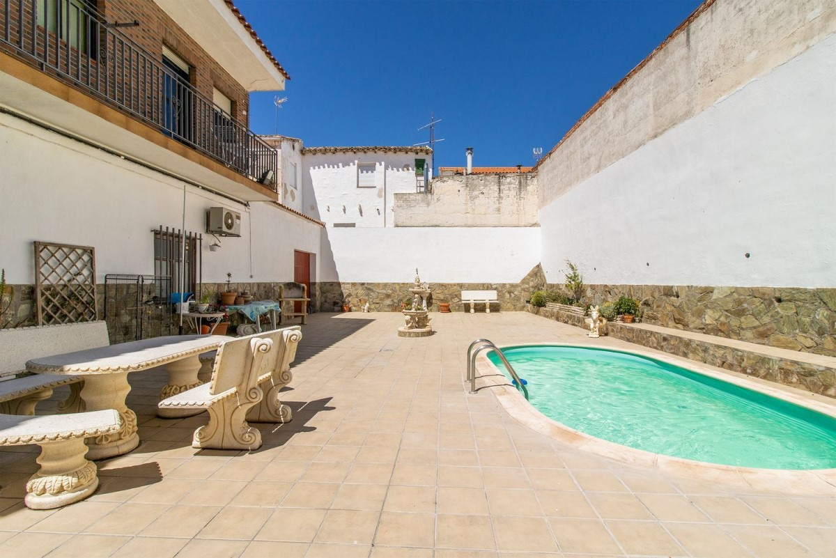 House  For Sale in  Yepes
