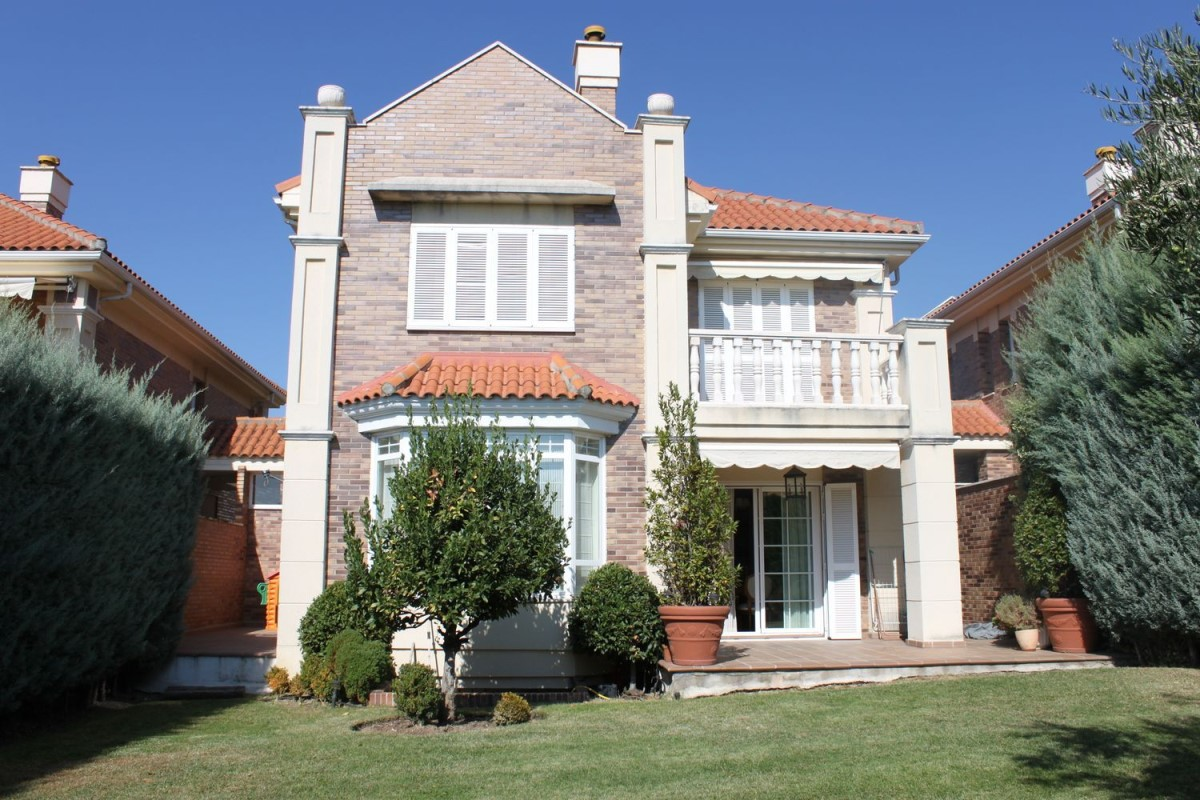 House  For Rent in Molino De La Hoz, Rozas de Madrid, Las
