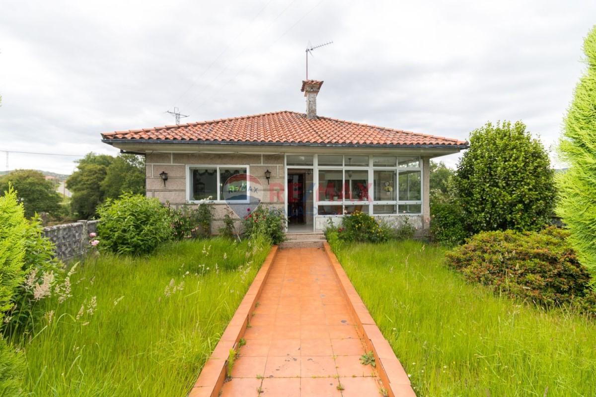 Casa Rural en Venta en  O Covelo
