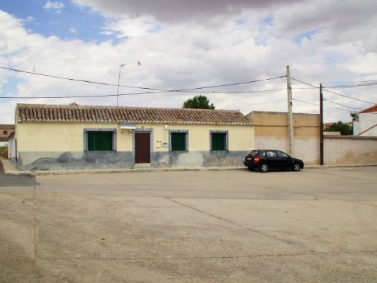 House  For Sale in  Casasbuenas