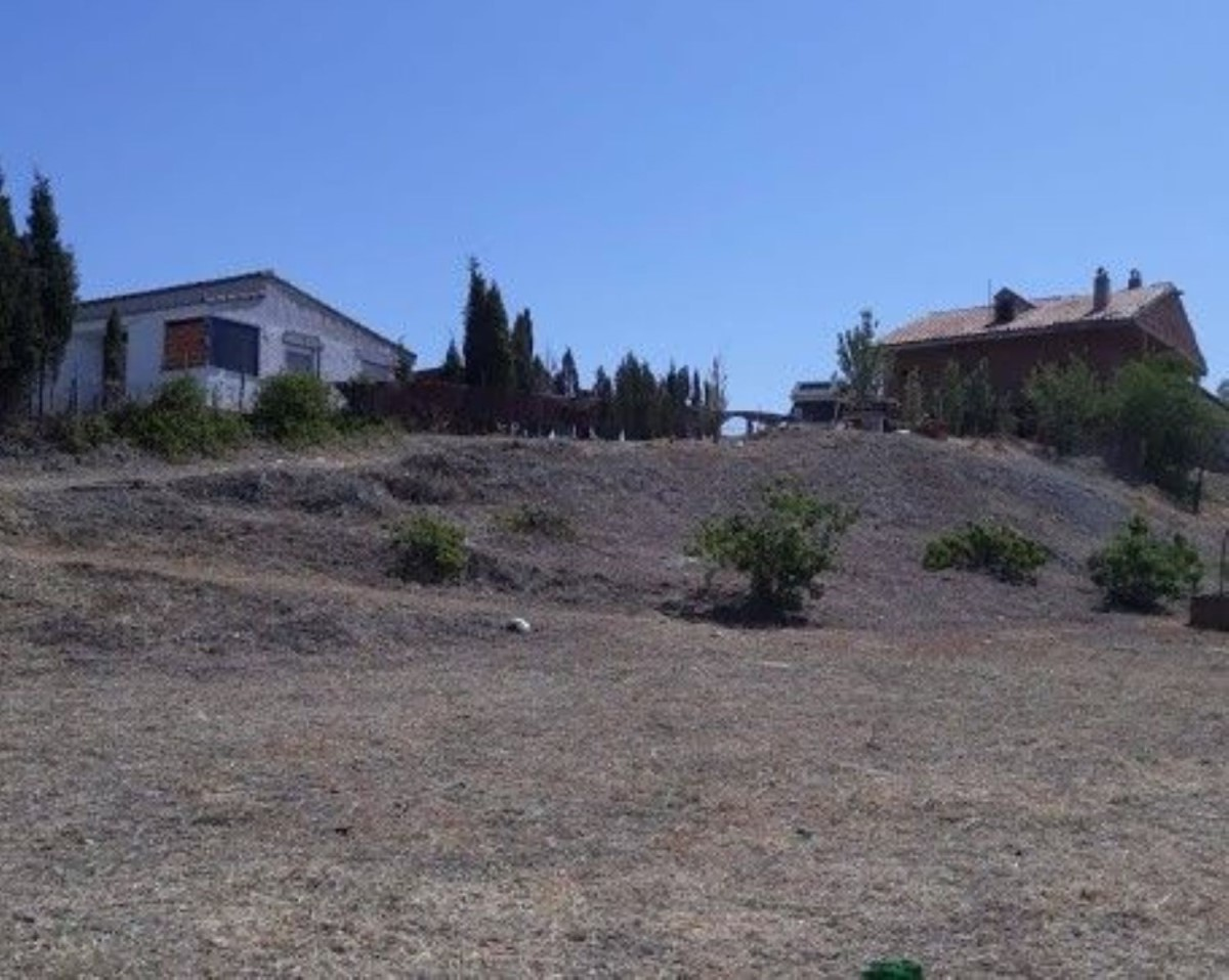 Urban lot  For Sale in  Yeles