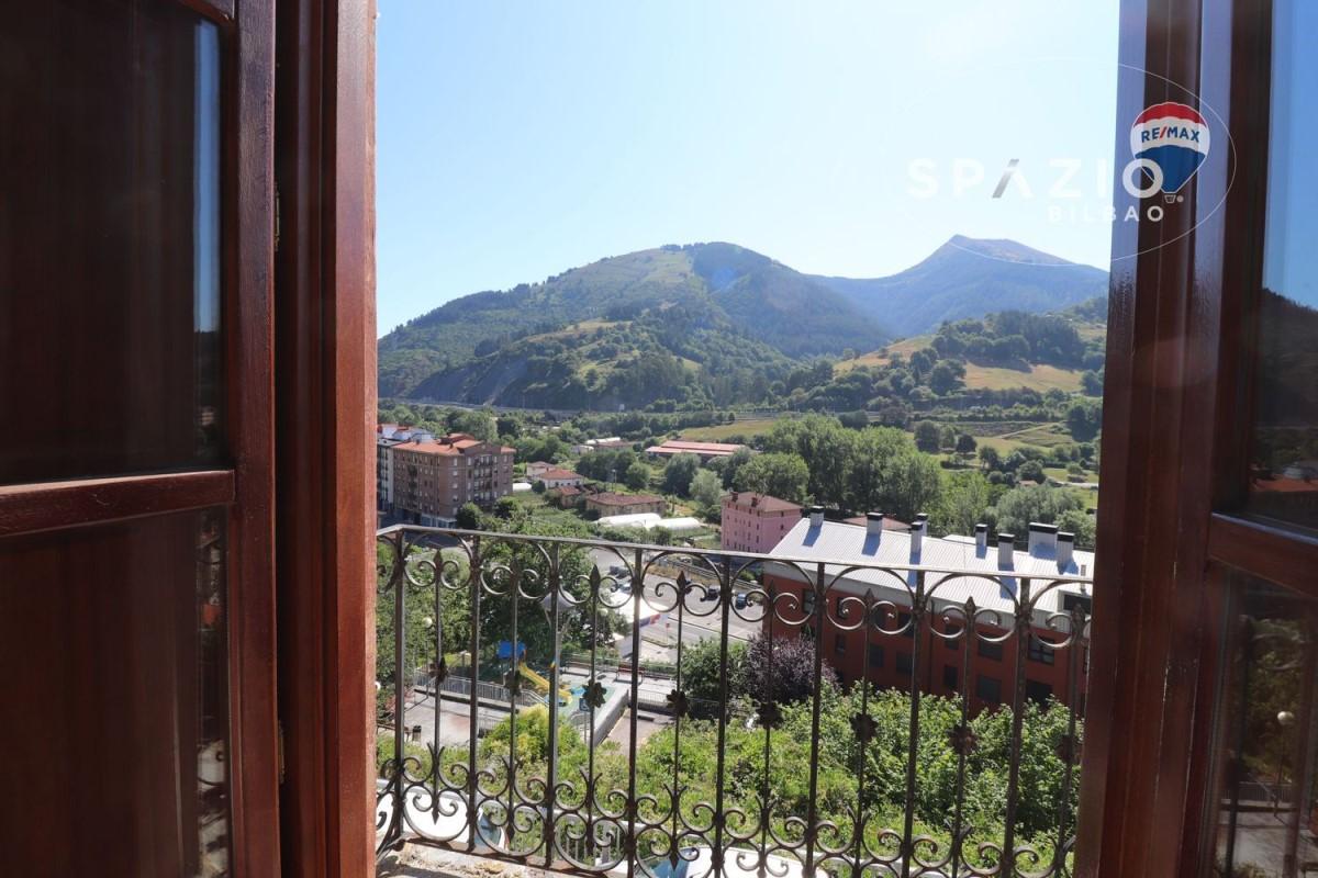Chalet Adosado en Venta en  Güeñes