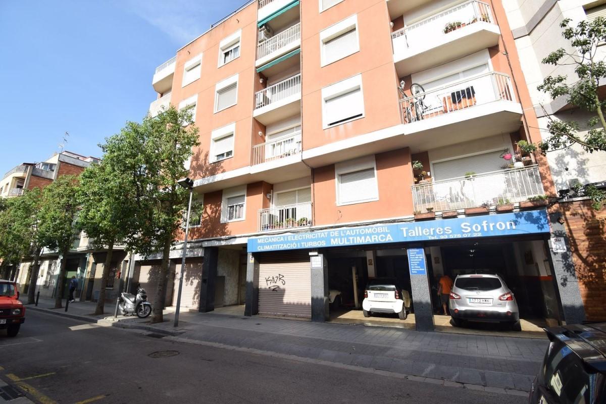 Local Comercial en Venta en  Montcada i Reixac