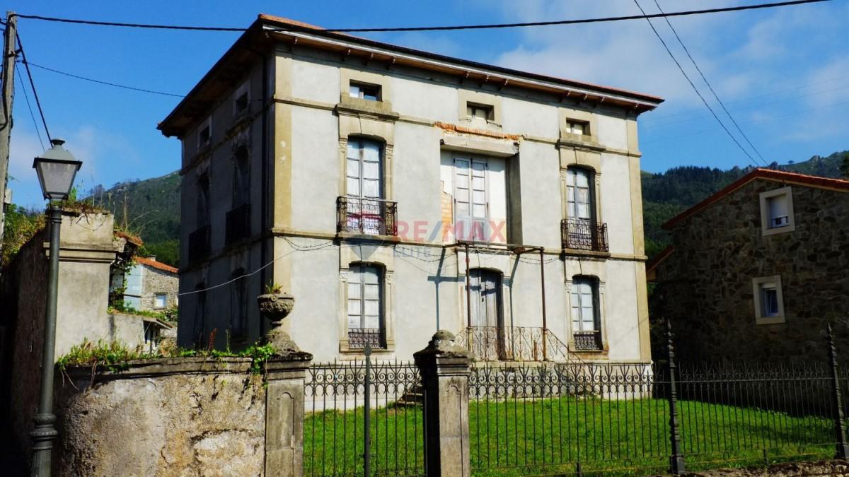 Casa Rural en Venta en  caravia