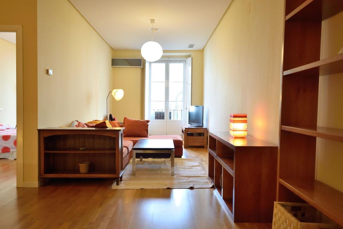 Apartment  For Rent in Centro, Madrid
