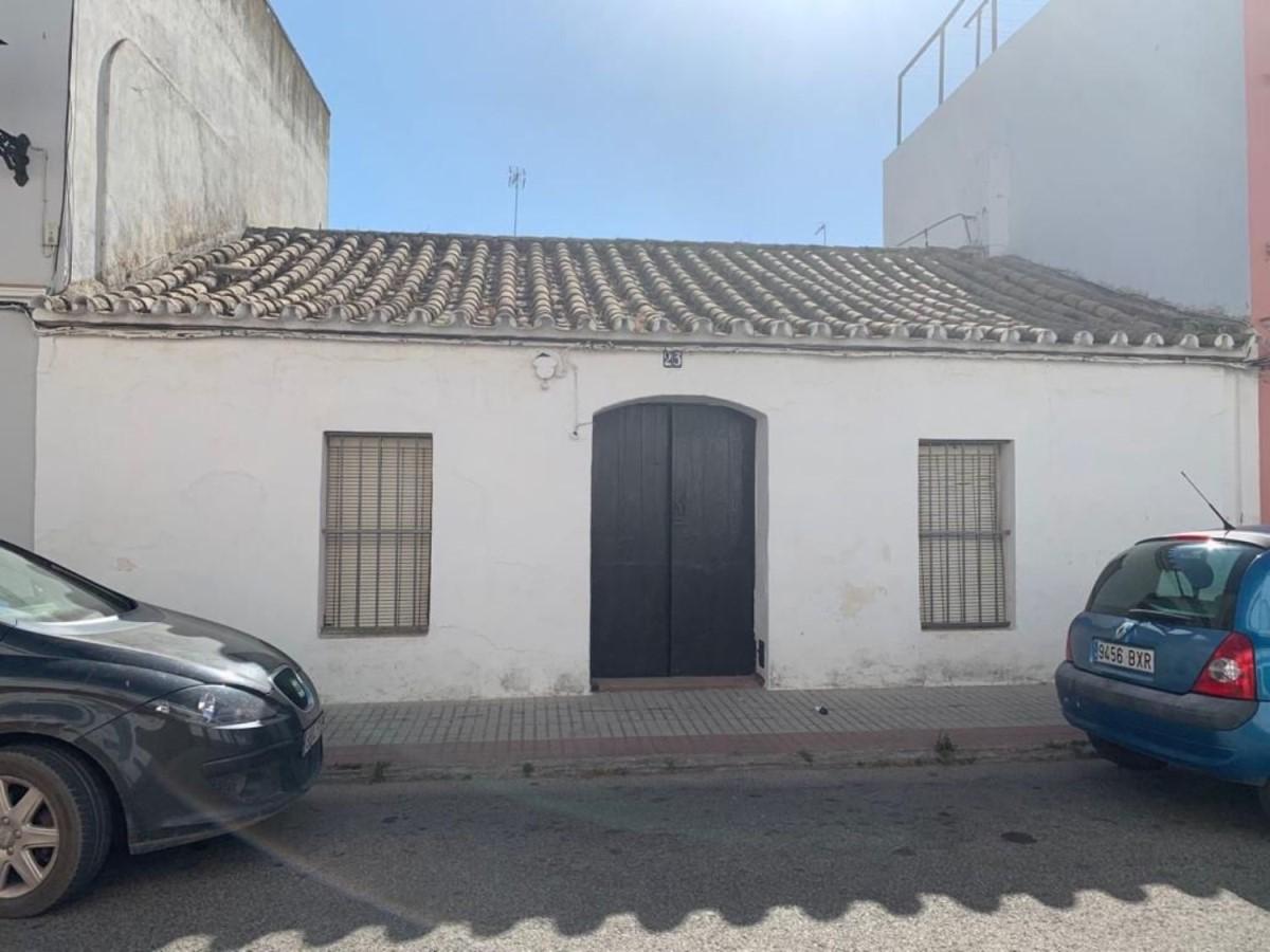Casa Rural en Venta en  Lora del Río