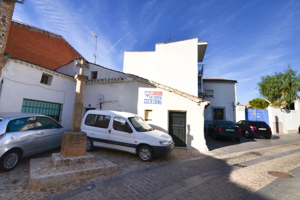 Terraced House  For Sale in  Navalcarnero