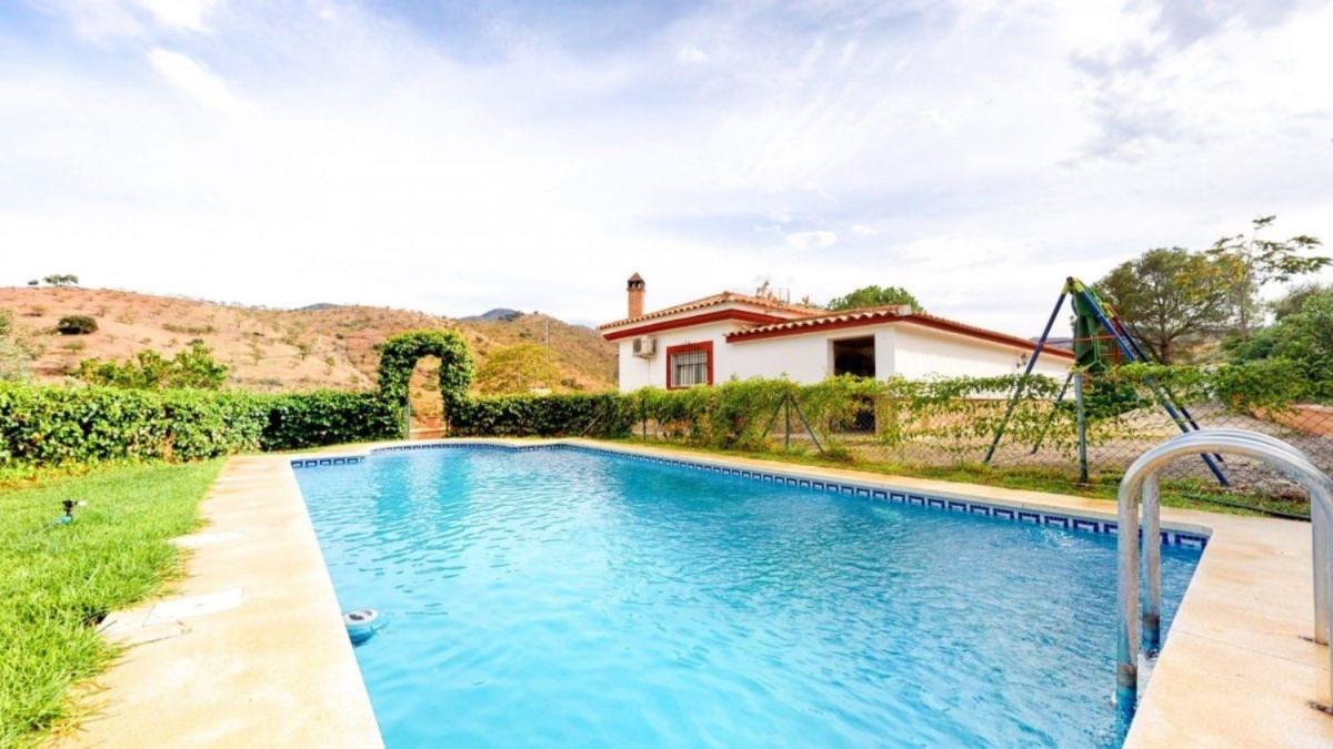Casa Rural en Venta en  Almogía