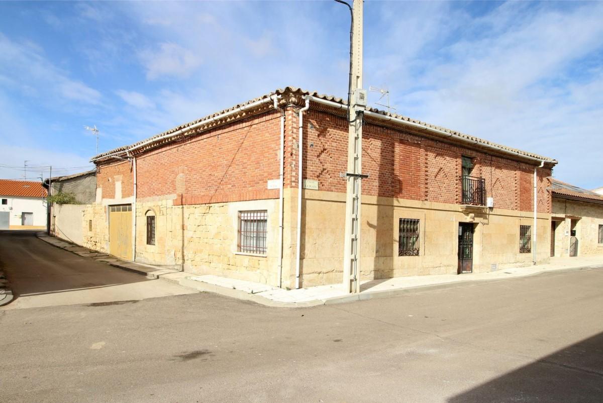 Casa Rural en Venta en  Vellés, La