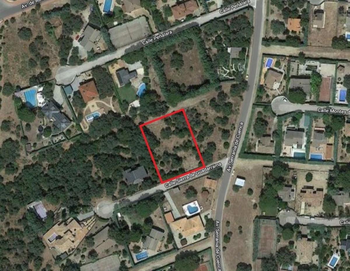 Urban lot  For Sale in  Valdemorillo