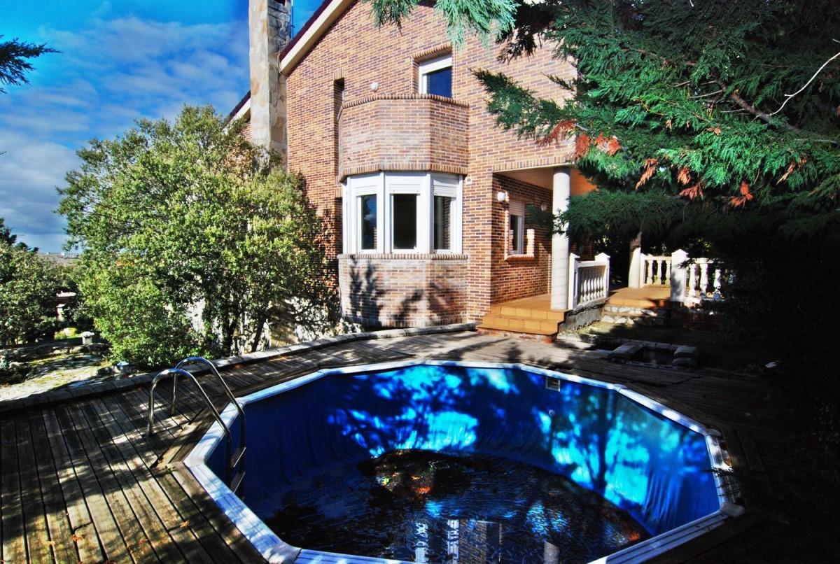 House  For Sale in  Ituero y Lama