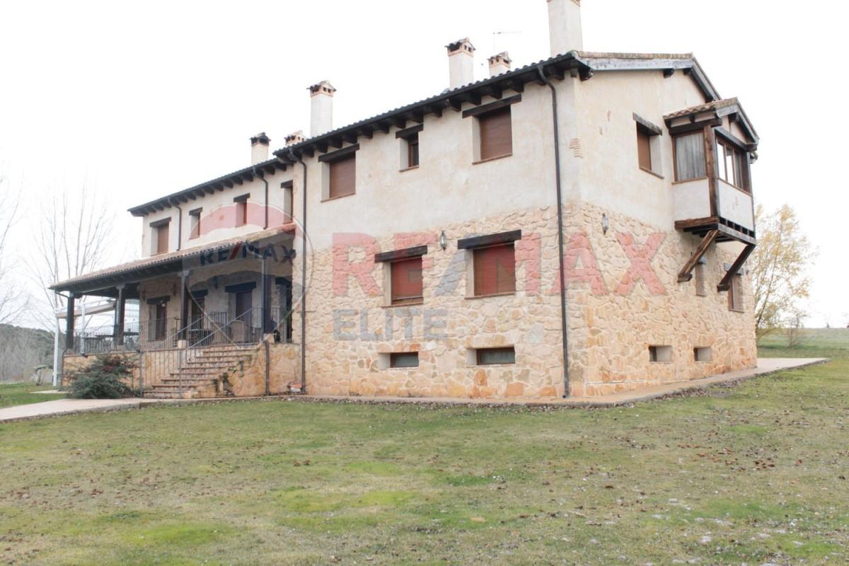 Edificio Dotacional en Venta en  Santa Marta del Cerro