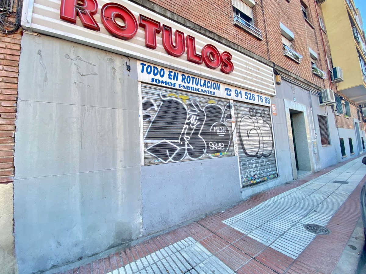 Local commercial  à vendre à Latina, Madrid