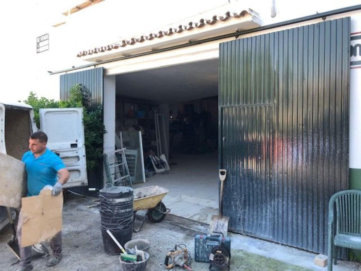 Nave Industrial en Venta en Benamara-Atalaya, Estepona
