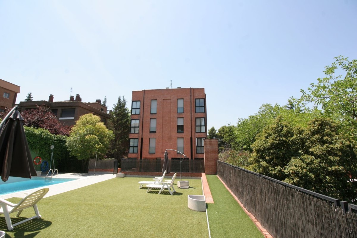Apartment  For Rent in Ciudad Lineal, Madrid
