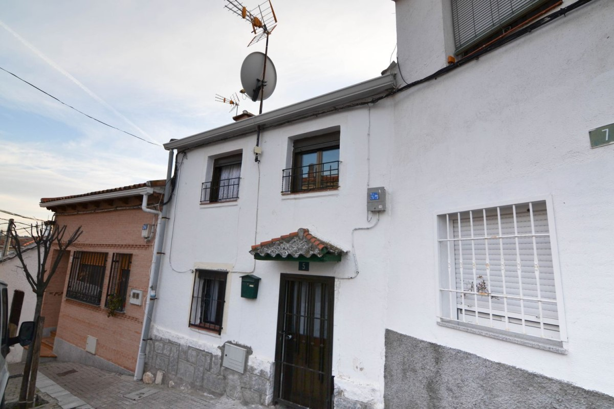 Terraced House  For Sale in  Villanueva de Perales