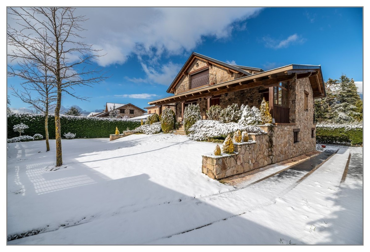 House  For Sale in  Espinar, El