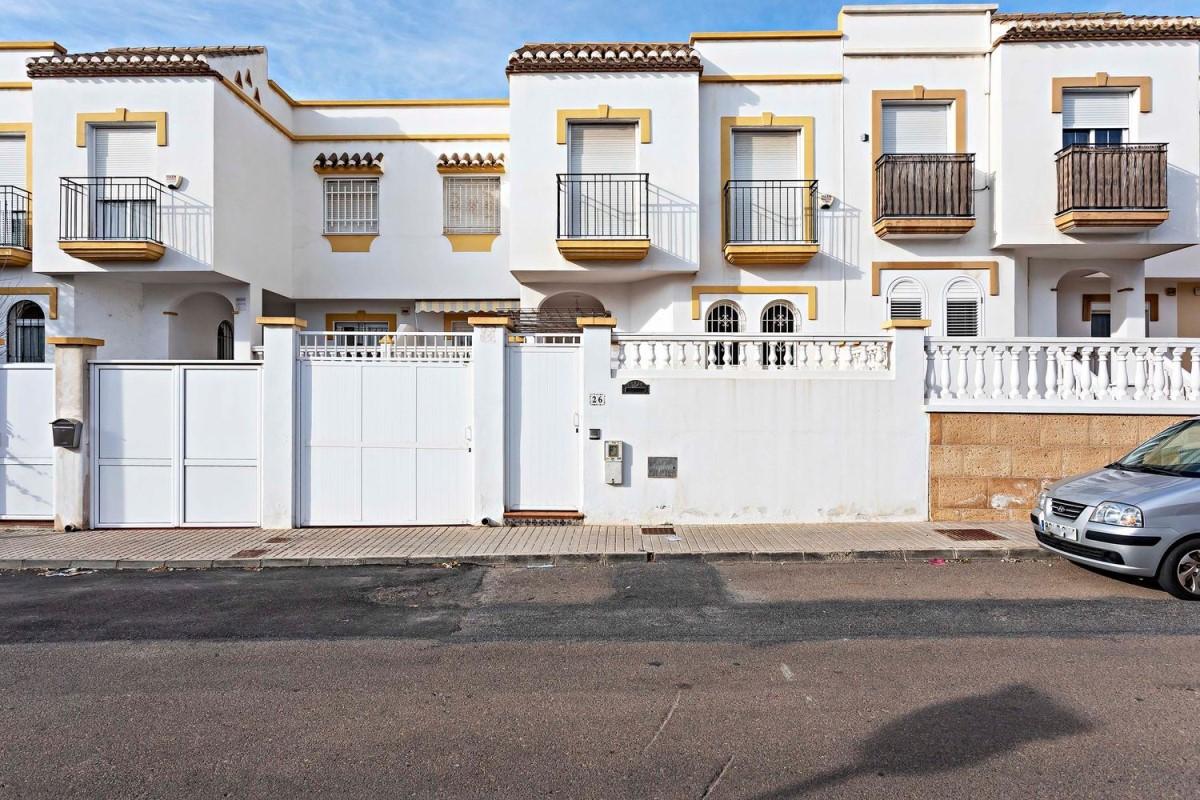 Chalet Adosado en Venta en  Huércal de Almería