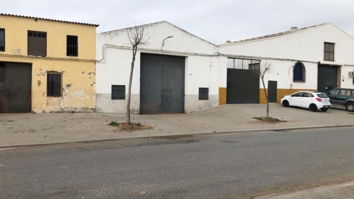 Nave Industrial en Venta en  Cantillana