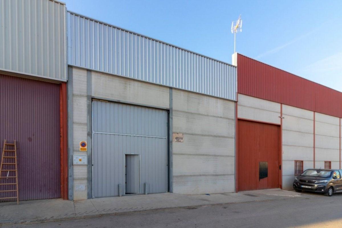 Nave Industrial en Venta en  Torre de Miguel Sesmero