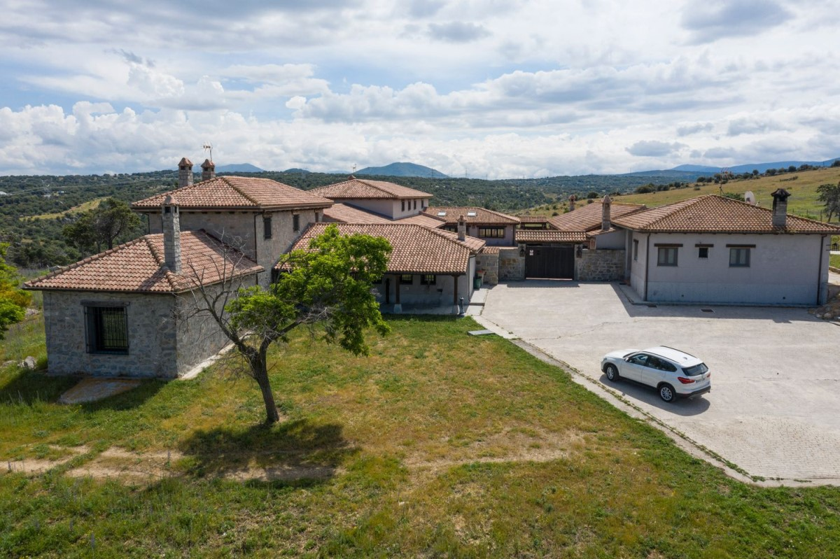 Casa Rural en Venta en  Villacastín