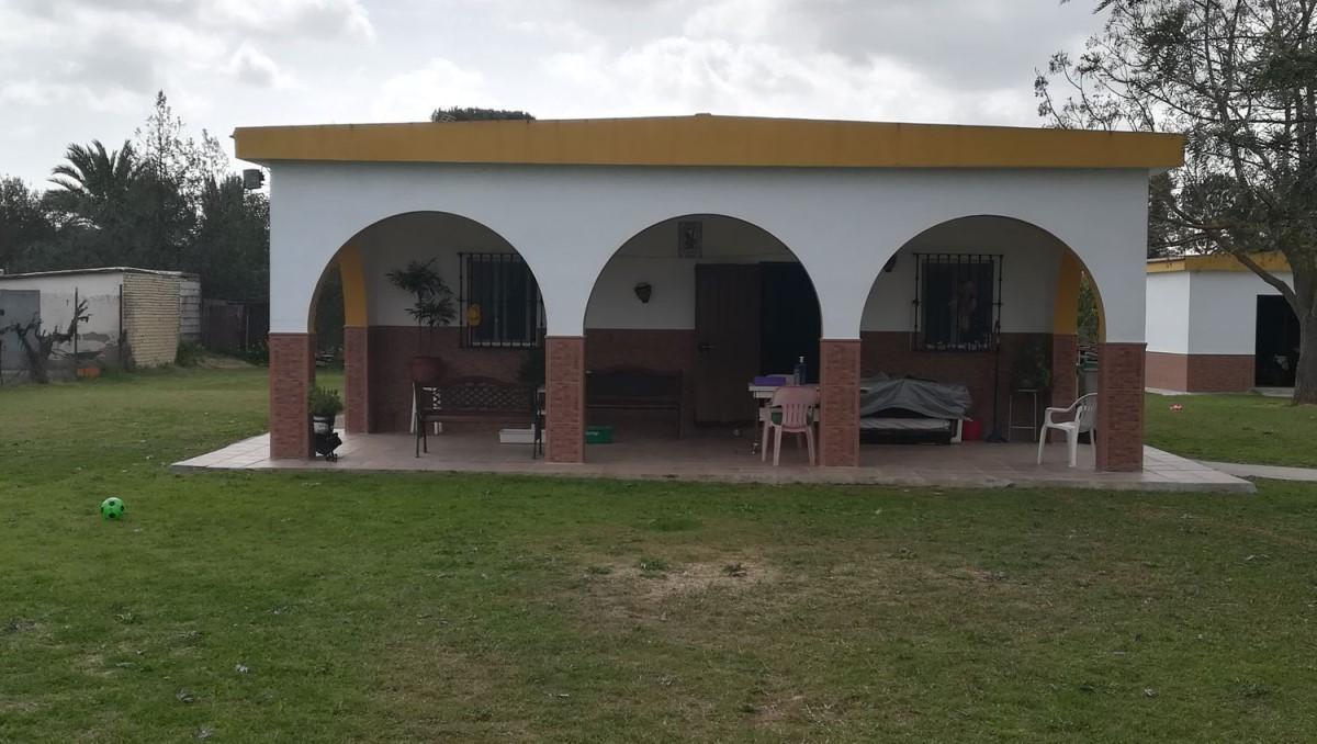 Chalet en Venta en  Carmona