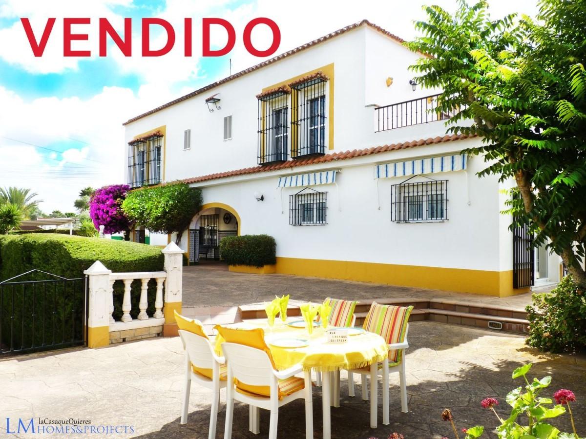 Edificio de Viviendas en Venta en  Carmona