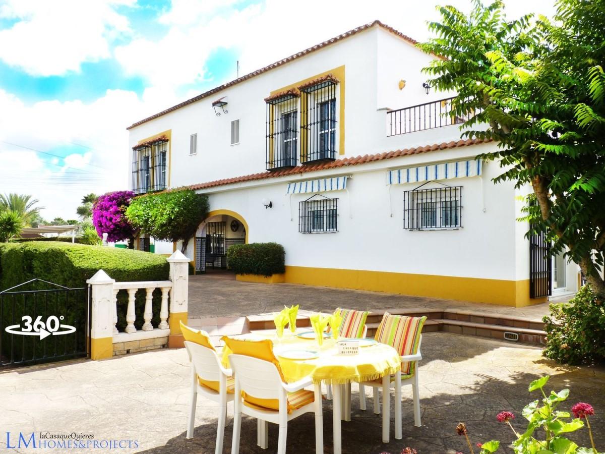 Edificio Dotacional en Venta en  Carmona