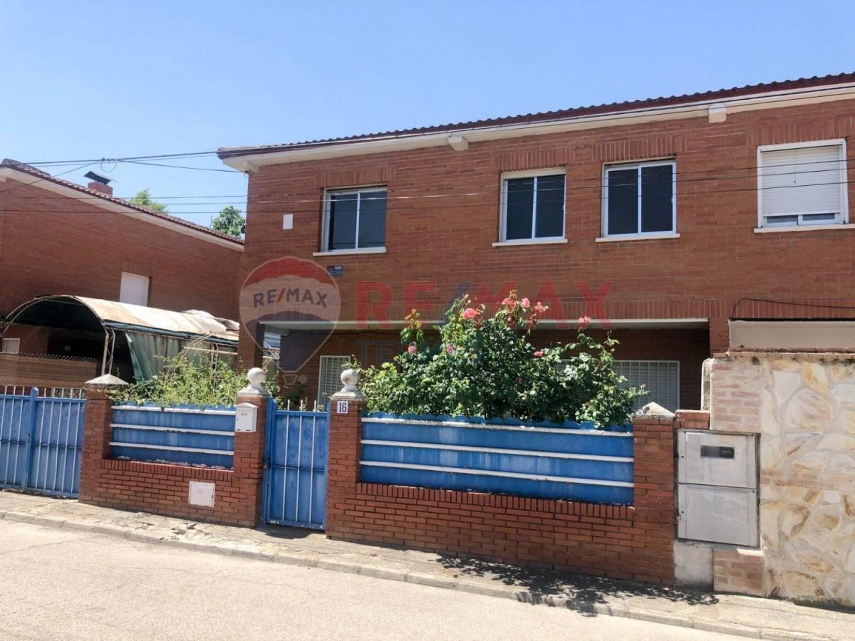Chalet Adosado en Venta en  Santa Olalla