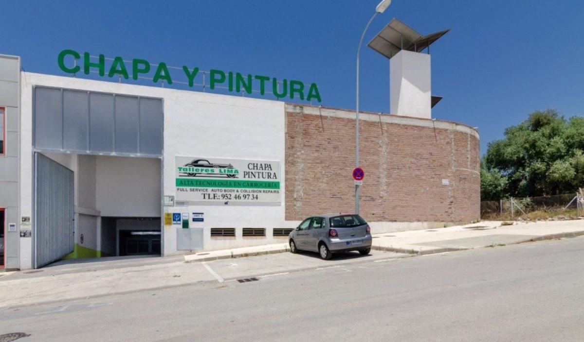 Nave Industrial en Venta en Las Lagunas, Mijas