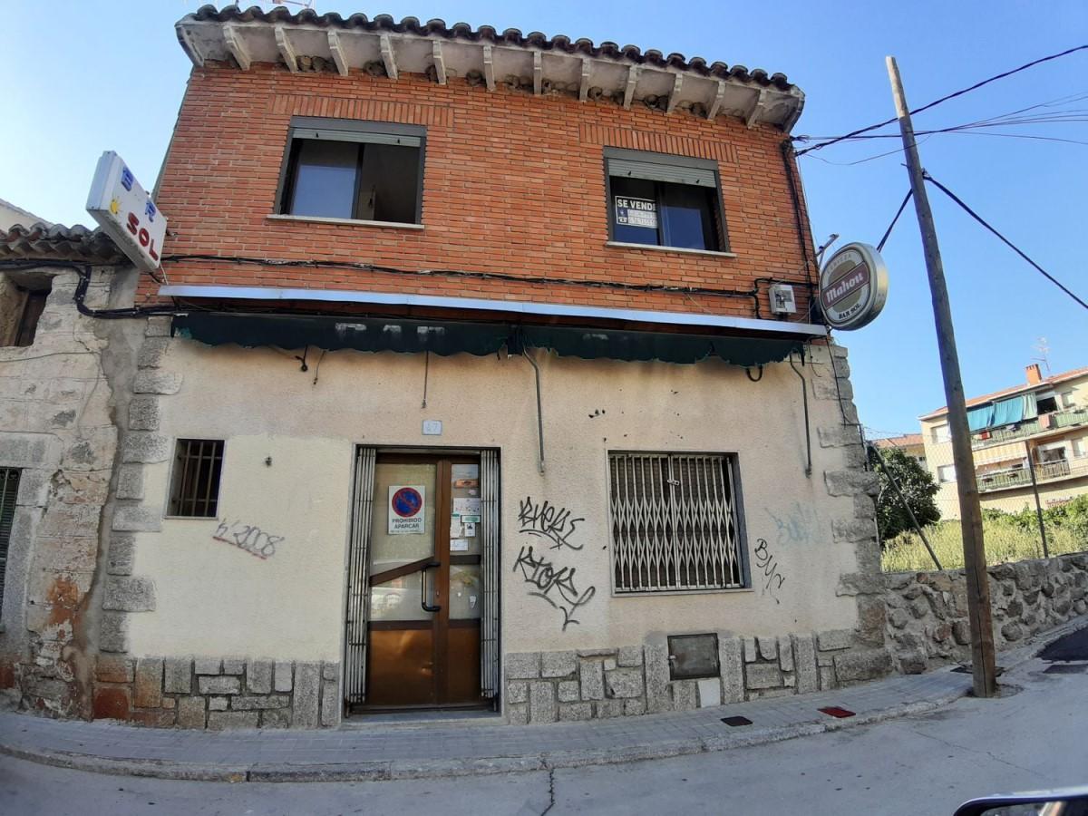 Edificio de Viviendas en Venta en  Navaluenga