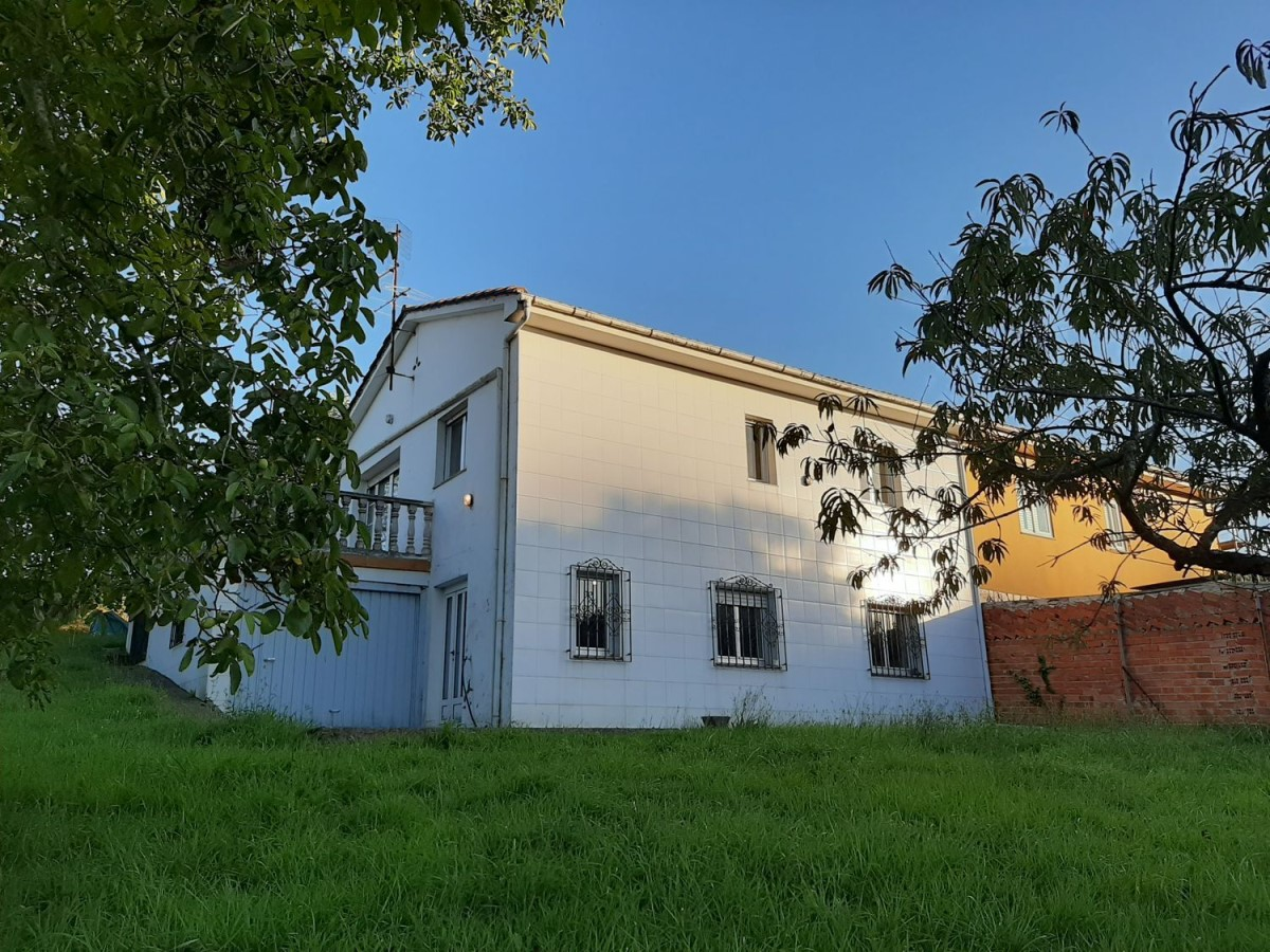 Casa Rural en Venta en  Castrillón