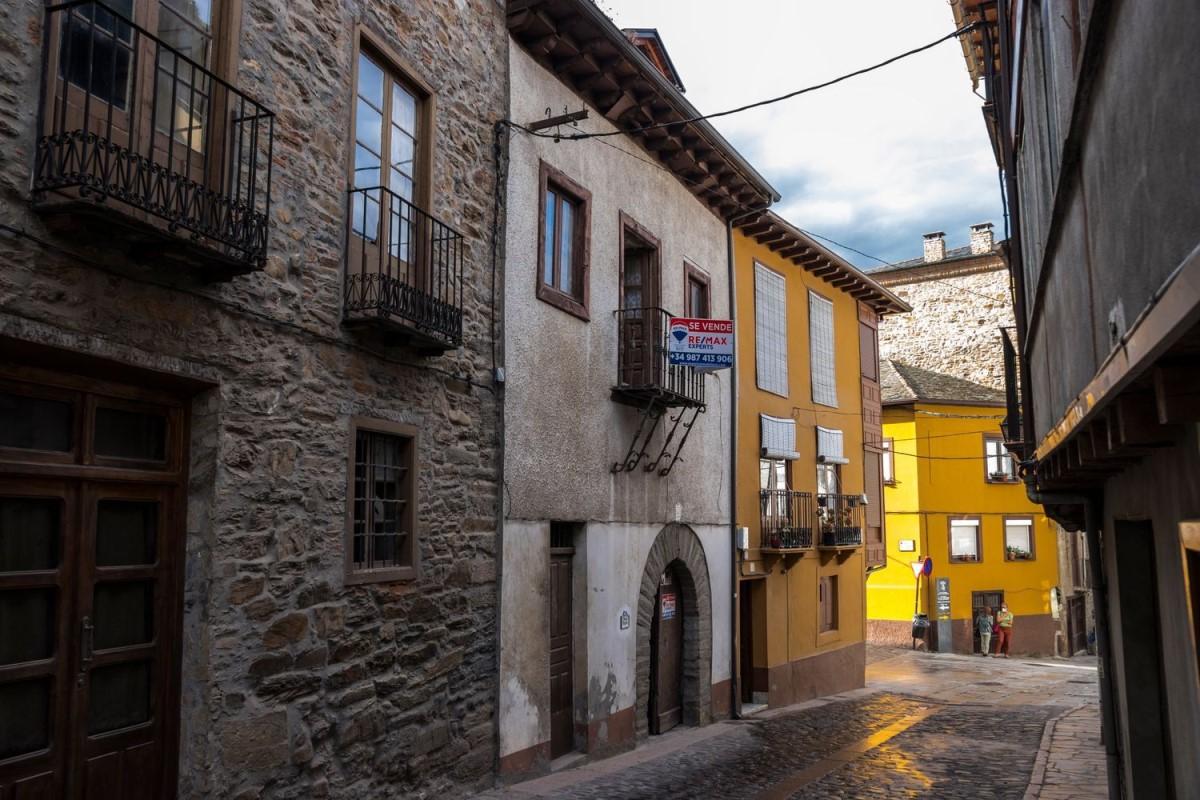 Casa Rural en Venta en  Villafranca del Bierzo