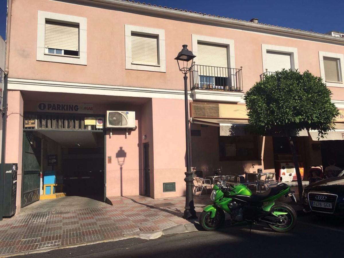 Garaje en Venta en  Tomares
