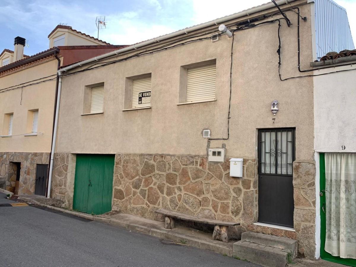 Chalet Adosado en Venta en  Villanueva De Ávila