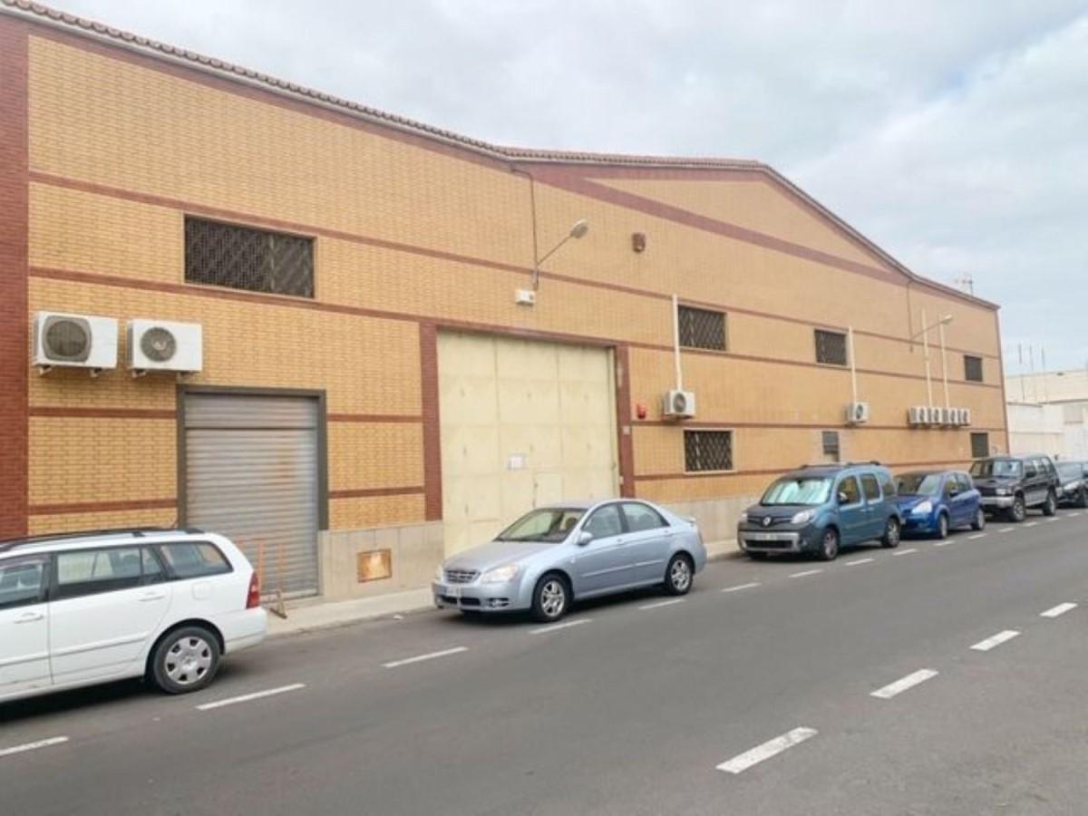 Nave Industrial en Alquiler en  Telde