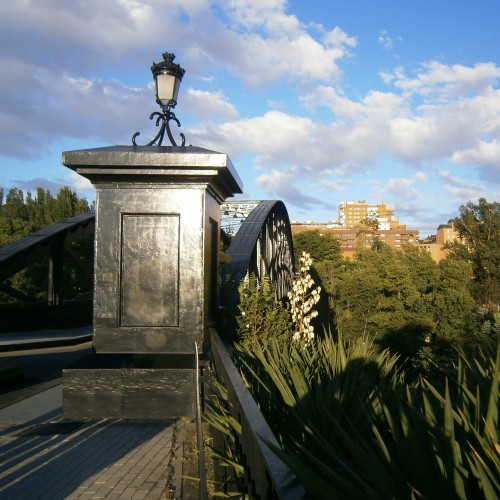 Look & Find Valladolid Puente Colgante